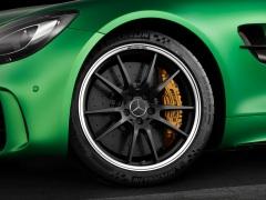 AMG GT R; 2016; Studio; Exterrieur: AMG Green Hell magno; AMG Performance Schmiederad exklusiv für AMG GT R ;Kraftstoffverbrauch kombiniert: 11,4 l/100 km, CO2-Emissionen kombiniert: 259 g/km AMG GT R; 2016; studio; Exterior: AMG Green Hell magno; AMG performance forged wheel exclusive for the AMG GT; RFuel consumption, combined: 11.4 l/100 km, CO2 emissions, combined: 259 g/km
