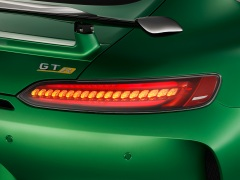 AMG GT R; 2016; Studio; Exterrieur: AMG Green Hell magno; Heckleuchten in LED-Technik ;Kraftstoffverbrauch kombiniert: 11,4 l/100 km, CO2-Emissionen kombiniert: 259 g/km AMG GT R; 2016; studio; Exterior: AMG Green Hell magno, LED tails lights; Fuel consumption, combined: 11.4 l/100 km, CO2 emissions, combined: 259 g/km